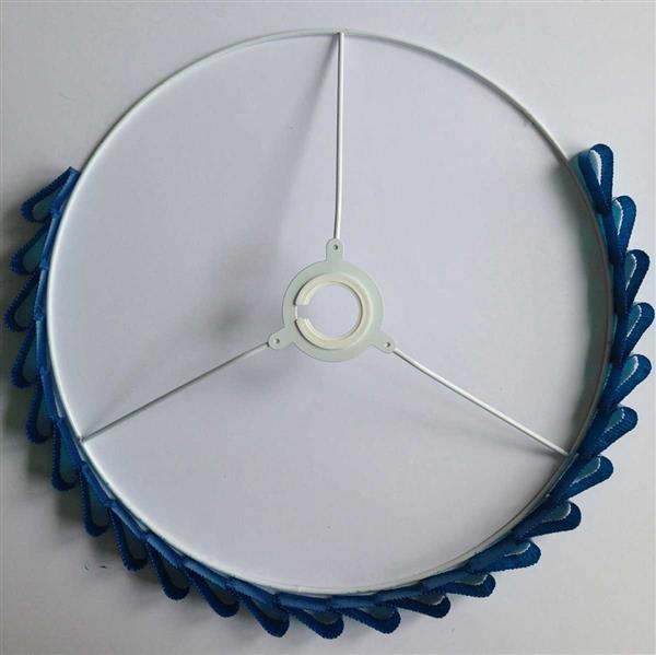 Прикрепите кольца к каркасу абажура